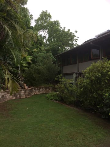 Peaceful Magnetic Island retreat - Nelly Bay - House