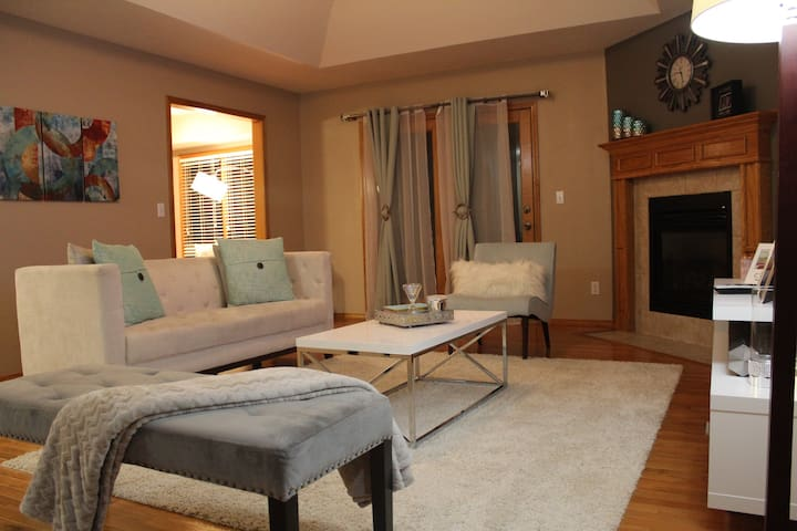 Cozy & Safe House - Room B (US 60, MSU, S Cox)