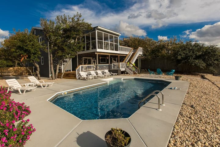 Celtic Breeze: Celtic Breeze Open & inviting 5 bedroom bay home w/ private pool & dock