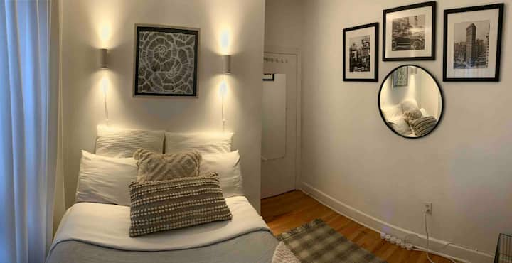 Single or Couple Modern room , Near Manhattan