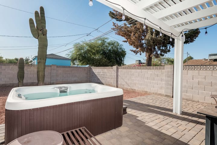 Saguaro Sky ~ Old Town with Hot Tub 3BD/2BA