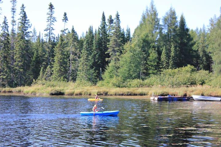 Pret à camper de luxe, sur bord d'un lac privé,