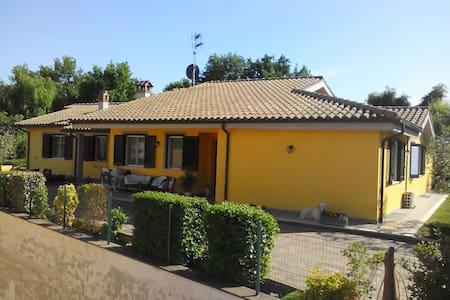 Break e confort - Attigliano - บ้าน