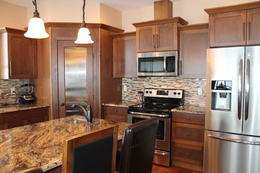 Stainless steel appliances/quartz counter tops!