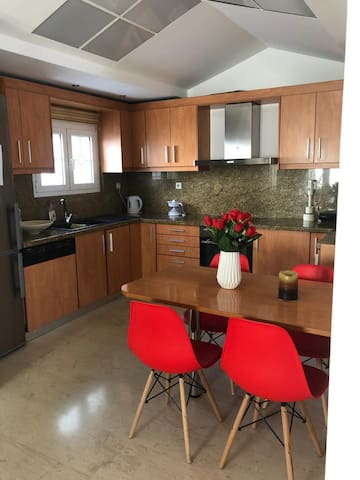 Private room in a home,near the airport