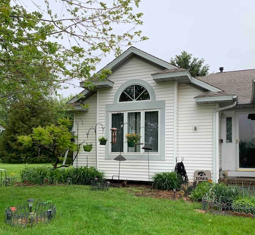 Large Lower Level + Kitchen Use in Great Location!