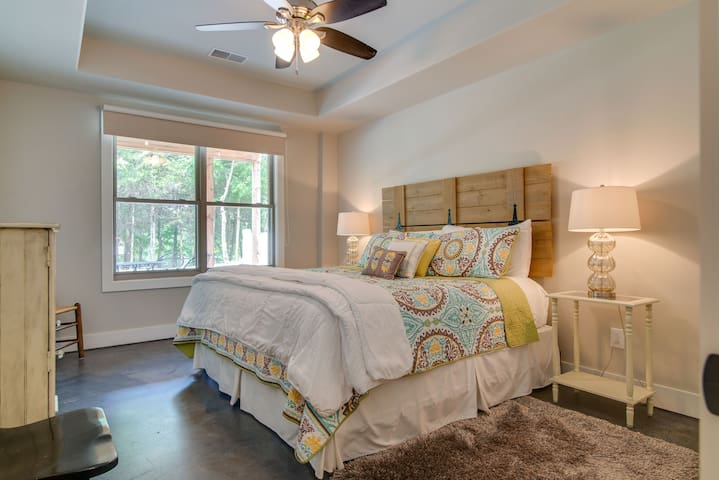 King size bed with new Serta Mattress Trey Ceiling with fan View of Lake