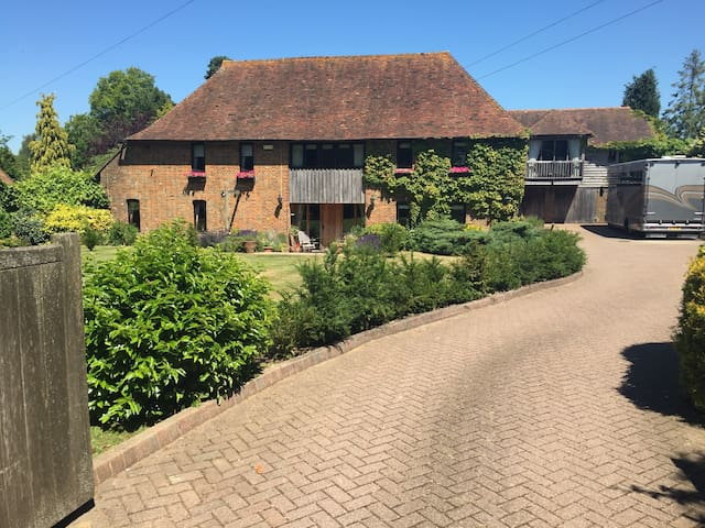 Detached, open plan, south facing, barn apartment. - Tenterden