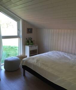 Lækkert nyt sommerhus i naturskønne omgivelser - Martofte