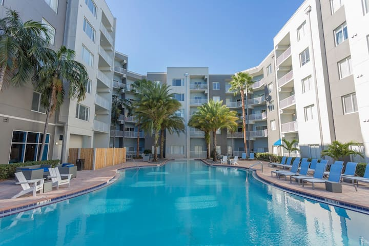 Pool and Gym at Tampa Mid-rise in Channelside!