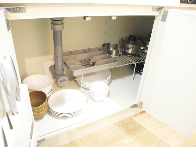 食器、鍋もあります。
