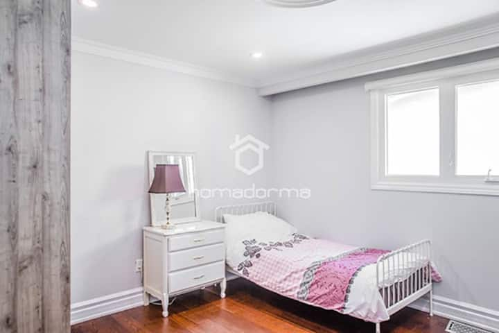 Room and Board in North York Centre