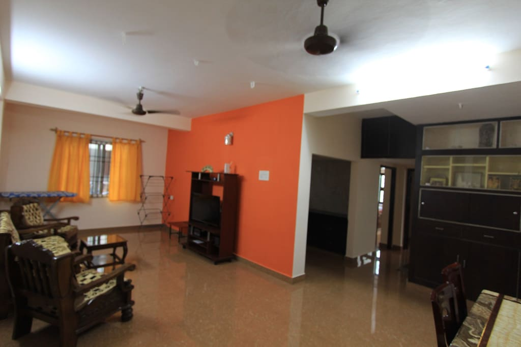 Neat and cozy 2 bedroom apartment in adyar apartments for rent in chennai tamil nadu india for 3 bedroom apartments in chennai