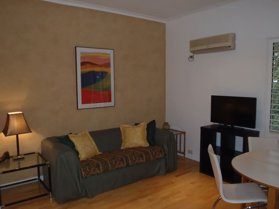 208 Loungeroom