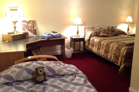 SLEEPS 4 QUICK EASY ACCESS DOWNTOWN