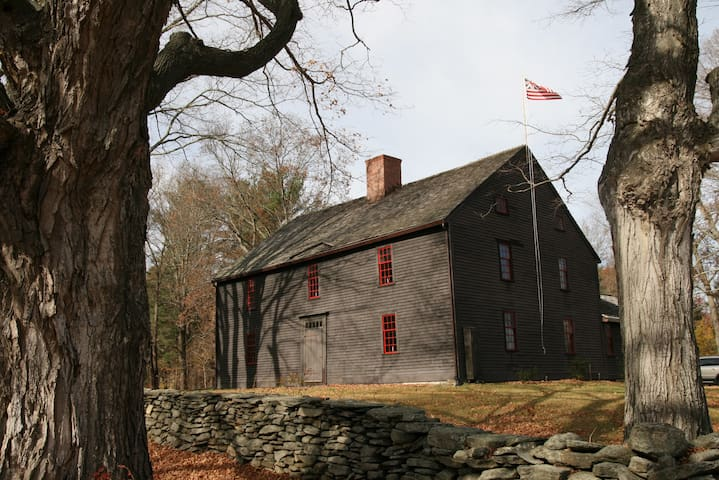 Large Historic Home on 11 acres - Pomfret
