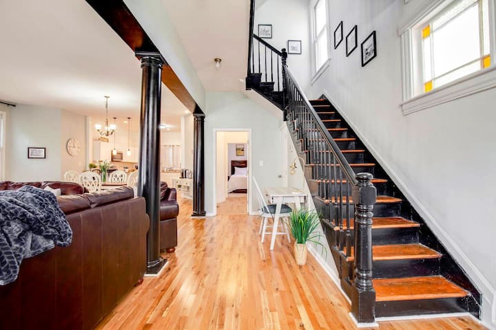 Large Private Suite (5) in Upscale Downtown Home