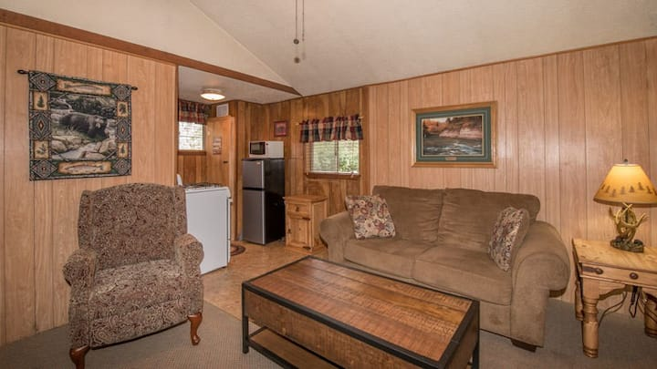 """Canyon Cabins - """"Cub """"-  Cozy Cabin in Upper Canyon - Fireplace & Kitchenette"""