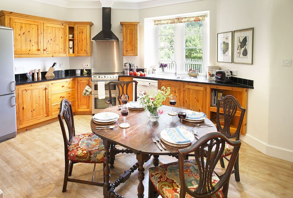 Ground floor: Fully fitted kitchen with dining table
