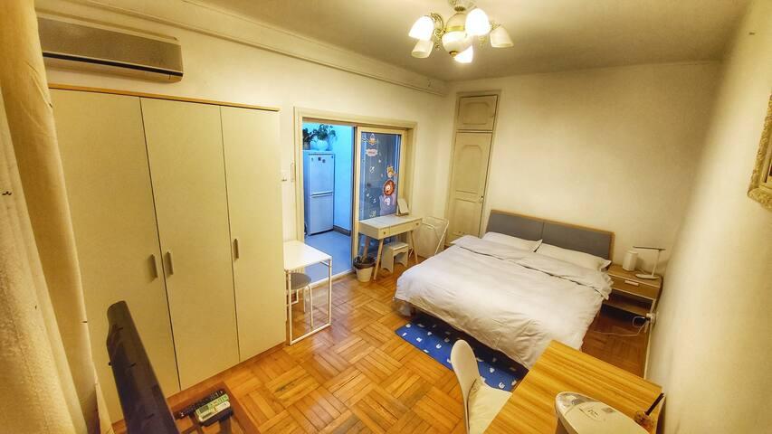 【长租特惠】CBD国贸、嘉里中心、银泰步行5分钟的净土,阳光明媚的一室一厅。100%私人空间