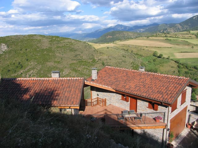 Comfortable apartment in Montellà. Pyrenees