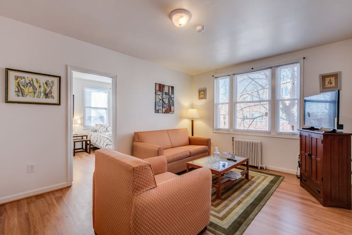 COZY Quiet Nicely Decorated 1 BR Condo