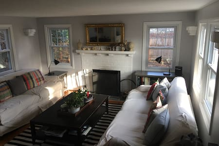 Chic and Cozy 2BD 1920's Cottage - Chappaqua - Talo