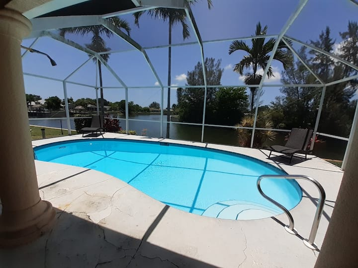 Waterfront Villa Palm Breeze with heated pool
