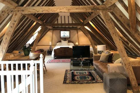 The Hayloft, a spacious and charming period barn