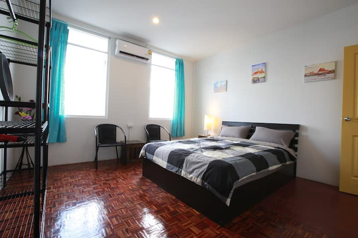 Zee Thai Hostel Khaosan:Private Room Double bed 15