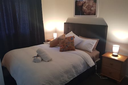 Warm & cozy,   modern private hideaway bedsit,