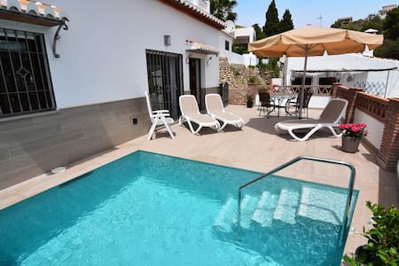 Modern cottage with airconditioning in Nerja.