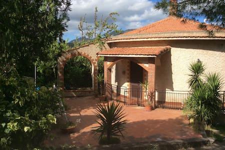 Villa Paola , panoramica e autonoma - Ciminna