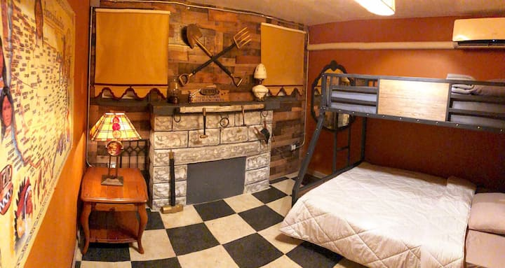 Cozy Private Room in Magical West World Inn Miami