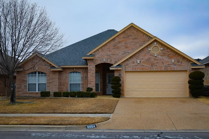 TRANQUIL 4 BED 2 BATH HOME W/POOL AND SPA