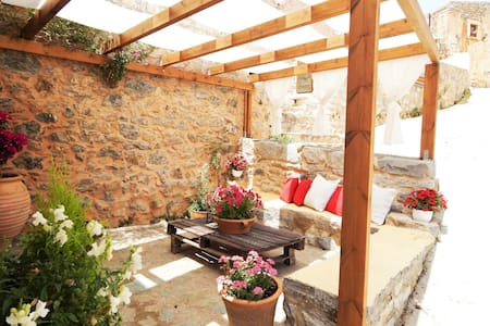 Traditional stone house camari - Apostoli - Rumah