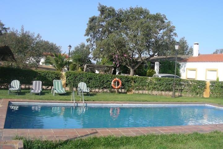 Accogliente casa vacanze in Estremadura in Spagna con terrazza e piscina