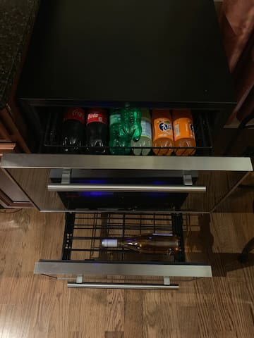 Double drawer w/separate temperature zone controls. Perfect for entertaining!