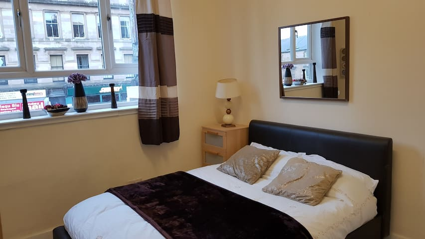 Great Western Rd Room with Kitchenette & En suite