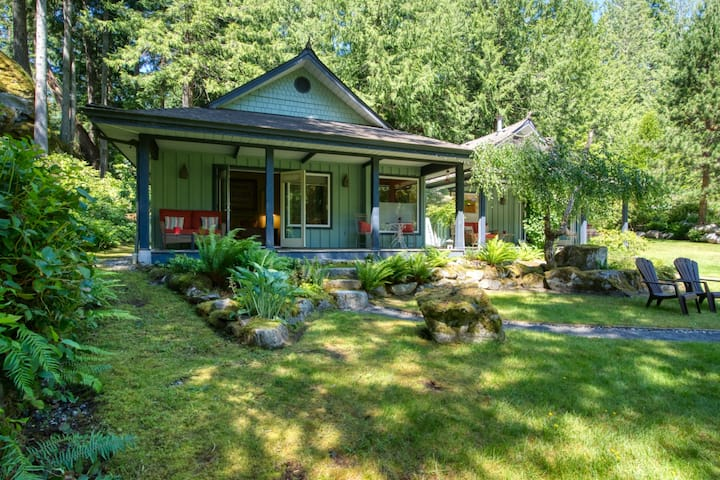Tranquil Cabin Retreat (Iris) - Halfmoon Bay