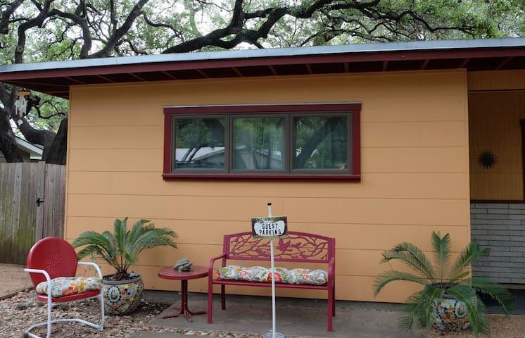 Murphy Oaks Guestroom:Your Sweet Retreat in Zilker