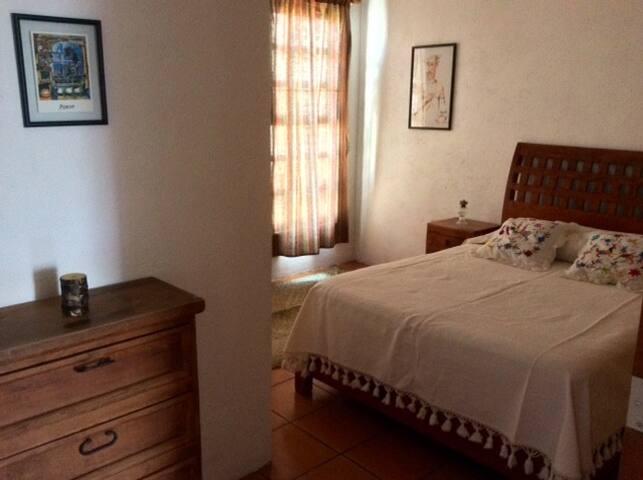 Cómoda habitación privada con baño propio - Cholula de Rivadabia