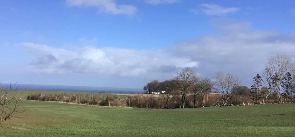 Ferielejlighed på bondegård nær Allinge og Tejn