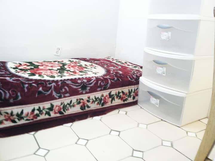 basement Room close to UMD , 8 mls to white house