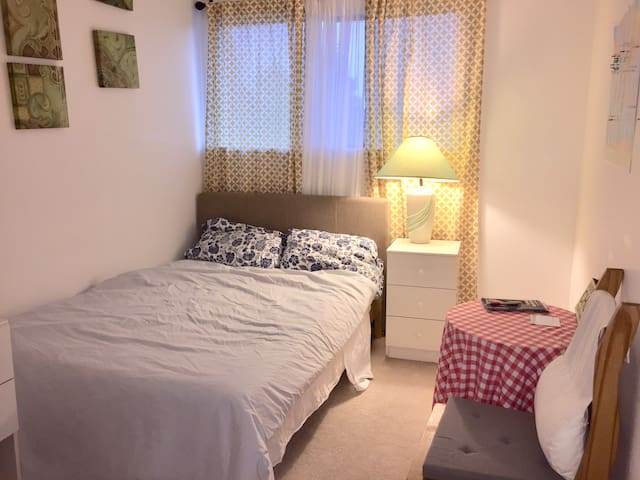 A Cozy Private Room 10 minutes by airport