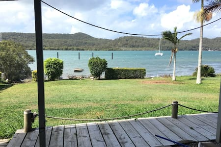 Waterfront 3 bdrm house with views - Russell Island