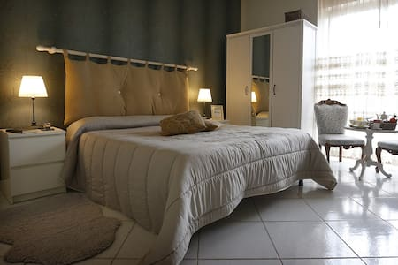 Forest Room, Camera matrimoniale vista Vesuvio - Scafati - Bed & Breakfast