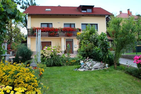 Private Room Postojna (2 guests) - Bed & Breakfast