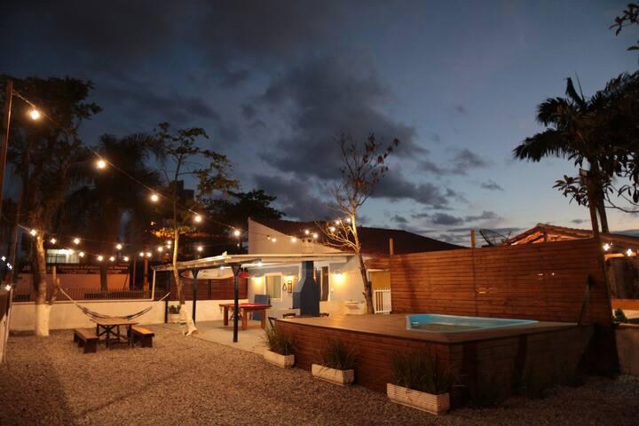 Casa com piscina, mesa de sinuca, wifi e netflix
