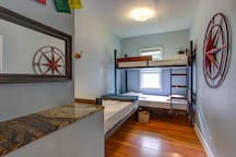 Bunk Bed @ Travelers' House